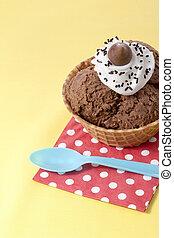 imagen, servilleta, arriba, hielo, chocolate, cuchara, fondo amarillo, cierre, tabla, crema