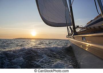 imbarcazione vela, navigazione, in, mare, durante, tramonto
