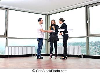 immobiliers, couple, jeune, agent, maison, nouveau, achat, heureux