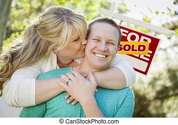 immobiliers, couple, signe, devant, vendu, heureux