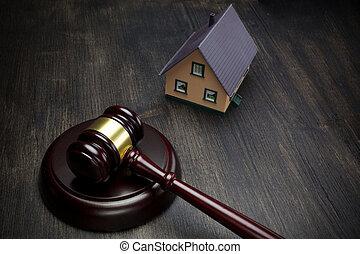 immobiliers, maison bois, auction., fond foncé, marteau