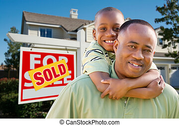 immobiliers, père, fils, devant, maison, signe
