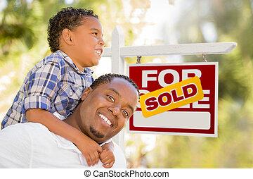 immobiliers vendus, père, fils, race mélangée, devant, signe