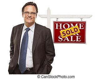 immobiliers vendus, vente, isolé, signe, homme affaires, maison