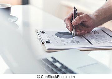 impiegato, tavola, documenti, seduta