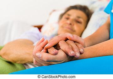 importar-se, enfermeira, segurando, mãos