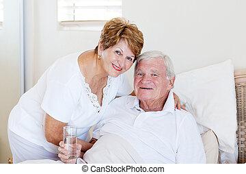 importar-se, esposa, doente, sênior, levando, marido, cuidado