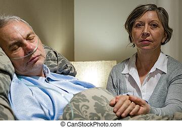 importar-se, esposa, segurando, doente, sênior, marido, mãos