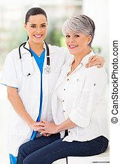importar-se, paciente, meio, confortando, enfermeira, envelhecido