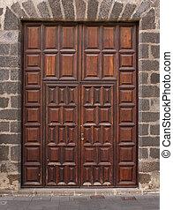 Imposing wooden doors entry - Imposing wooden double doors...
