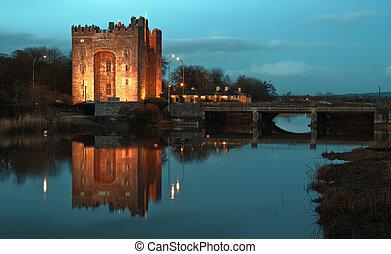 impresionante, bunratty castillo, en, oeste, de, irlanda,...