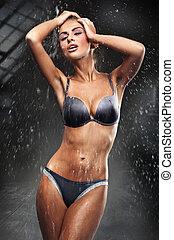 impressionante, morena, fazendo exame um chuveiro