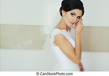 impressionante, morena, noiva, olha, proposta, posar, em, quarto branco