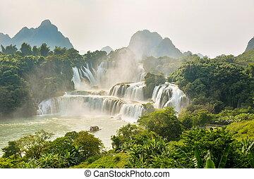 impressionante, vista, em, detian, cachoeira, em, guangxi,...