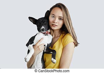 impressionnant, femme, jeune, tenue, chien