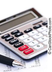 impuesto, calculadora y pluma