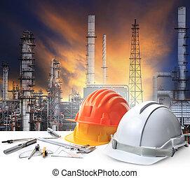 inżynier, pracujący, stół, w, naftowa rafineria, roślina,...