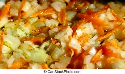 In a frying pan, fry from onions and carrots. Add green peas and frozen red peppers to the frying pan.