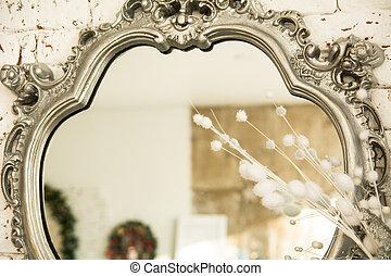 in, der, reflexion, spiegel, in, a, schöne , rahmen