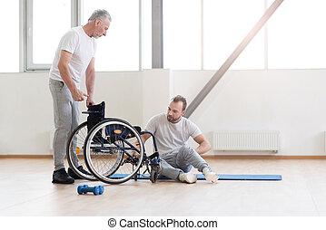 in kwestie, orthopedist, werkende , met, invalide, patiënt,...