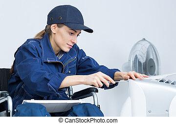 incapacitado, cadeira rodas, mulher, trabalhando