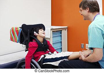 incapacitado, menino, cadeira rodas, seu, doutor