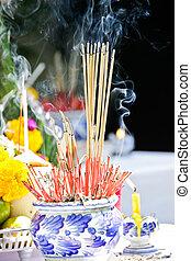 Incense pot