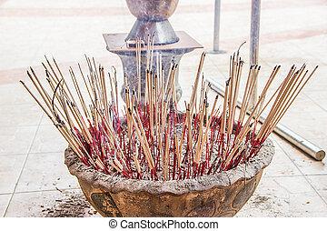 Incense to worship God and Incense to worship the Buddha