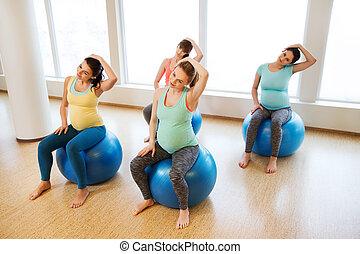 incinta, palestra, esercitarsi, fitball, donne, felice