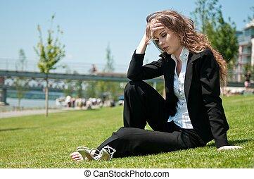 incomodado, jovem, mulher negócio