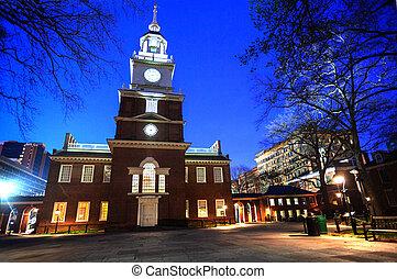 Independence hall building, Philadelphia at night