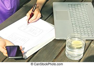 independiente, diseñador, dibujo, móvil, aplicación, wireframe