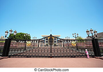 indgang, til, den, sultan's, palads, ind, oman., lille pige, slide, panama hat, kigge hos, bygning.