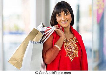 indiër, vrouw winkelen, in, mall