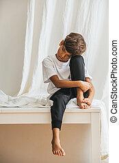 indian, アジア人, 疲れた, 子供, 足, 彼の, テーブル, 抱き合う, モデル