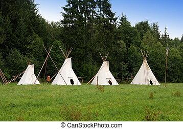 Indian teepee - Row of native American sheleters - teepees