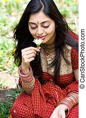 indianas, mulher, cheirando, flores