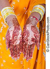indianas, mulher, mãos, com, henna