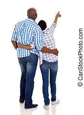 indicare, coppia, giovane, indietro, americano, africano, vista