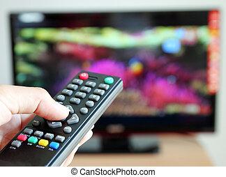 indicare mano, uno, telecomando tivù, verso, il, televisione