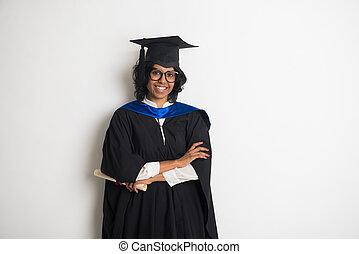 indien, femme, diplômé, à, gris, fond