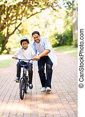indien, père, enseignement, sien, fils, monter, a, vélo