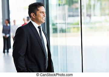 indio, hombre de negocios, mirar, exterior, ventana