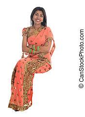 indio, mujer, sentado, en, un, transparente, chair.