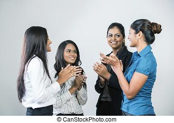 indische , geschäftsfrauen, klatschen