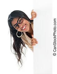 indisk, affärskvinna, kika, bakifrån, nit signera, affischtavla