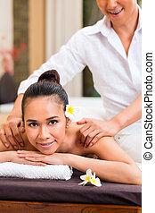 indonésien, femme, wellness, masage, dans, spa