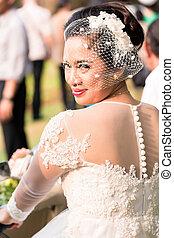 indonéz, neki, látszó, menyasszony, fényképezőgép, esküvő