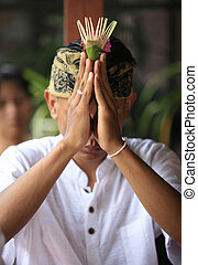 Indonesian groom prays