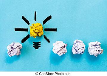 indskydelsen, og, great ide, concept., lys pære, hos, crumpled, farverig, avis, på, blå, baggrund.